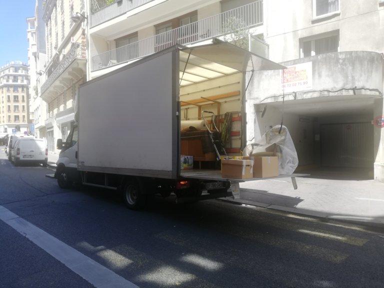 Déménagement d'un petit volume de Paris 20 à Séné.